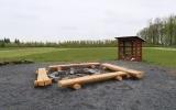 Horní areál Pralesa - piknikové místo s ohništěm a dřevníkem