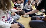 předávání kamaráda ježka do péče dětí