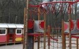 odpadkový koš na konstrukci dětské prolézačky