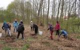 S výsadbou lesních dřevin nám pomáhaly i děti z pražských základních škol