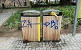 Graffiti na vybavení parku